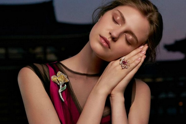 Unusual jewelry collection inspired by secrets