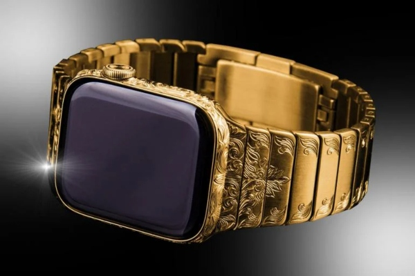 Enchanting beauty: golden Apple Watch