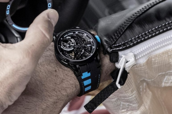 Roger Dubuis presents a watch which you can change whenever you want