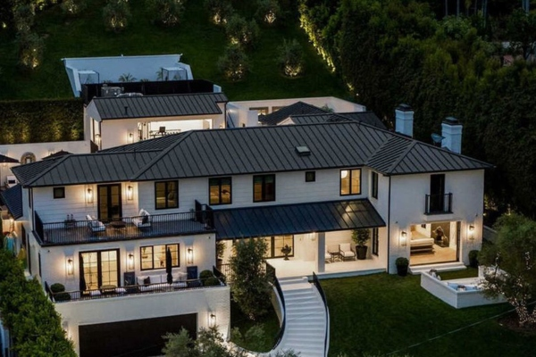 You can now rent Rihanna's amazing villa - for 80.000 dollars per month