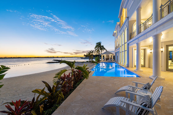 Sneak a peak into a real dream house in Bahamian style
