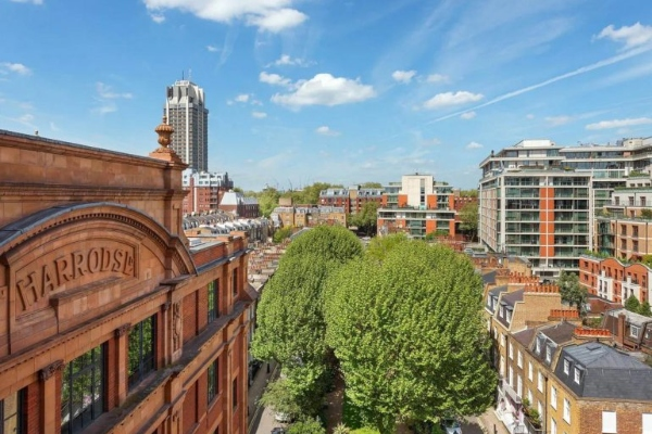 It's no joke: an 8 m2 appartment in London with a price higher than 200.000 dollars